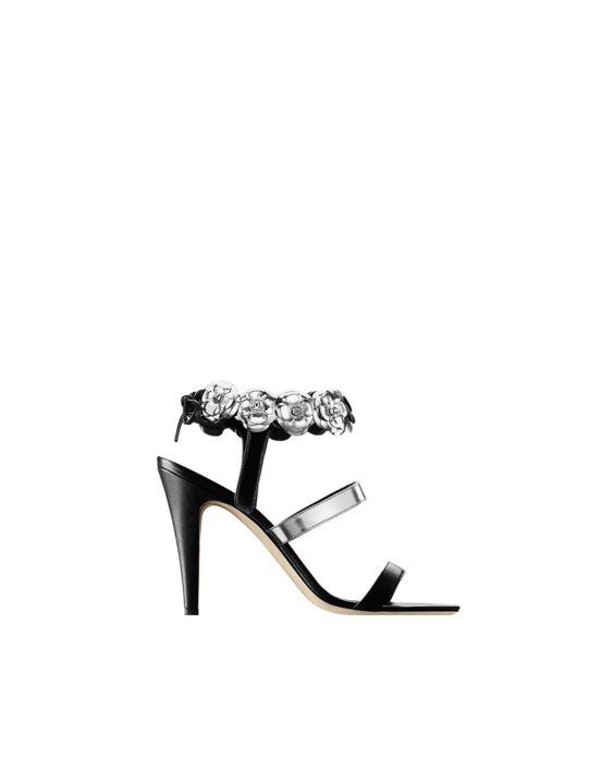 0e289f1717b6382b89e5a1c94fb61ecf--chanel-sandals-chanel-shoes Chaussure  CHANEL   Les derniers défilés dace2506ba7