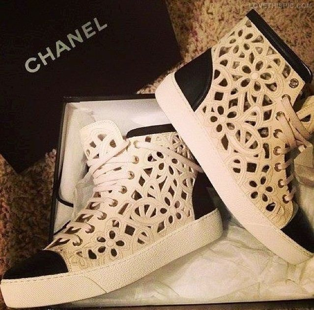 2ac686650d Chaussure CHANEL : Chanel Boots Pictures, Photos, and Images for ...