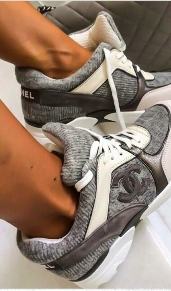 792e284ae83b 9cb8b3715a53068be5f8d365ea287e63--chanel-tennis-shoes-chanel-heels Chaussure  CHANEL   Channel