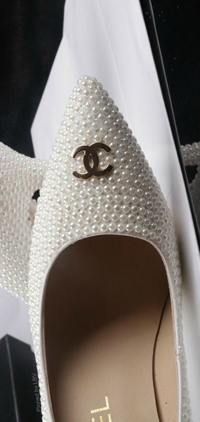 ba7a89cd1885d1e48250ed5a2a7e6263--chanel-pearls-chanel-flats Chaussure CHANEL : Chanel + Pearls + Shoes = Excellence ~ Colette Le Mason @}-,-;---