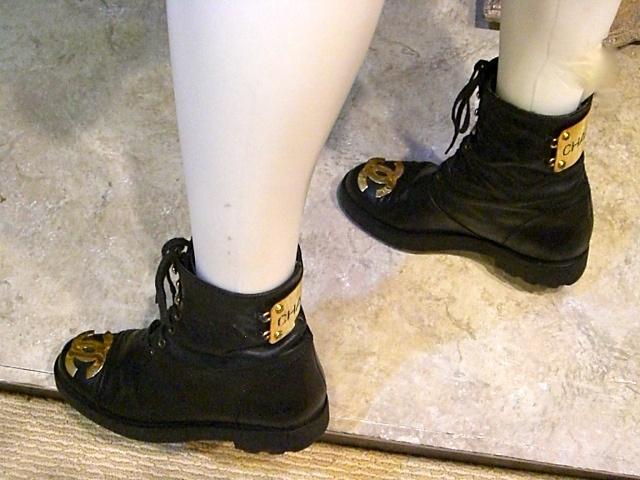 b4d708aa3e4e86b1cbc43de8c4ea514f--chanel-boots-combat-boots Chaussure CHANEL : Chanel combat boots