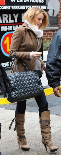 baa7c15549fd7f8862f84a69eaaf5f68--chanel-boots-blake-lively-style Chaussure CHANEL : Purse – Chanel, Boots – Dolce Vita
