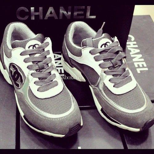 69500a61b7ae Chaussure CHANEL   Chanel. ….. pas une personne de chaussures de tennis,  mais j aime vraiment ceux-ci
