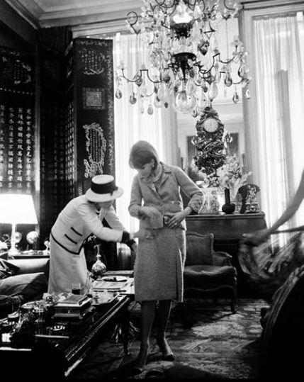 eba0850d32fa37e3c1ba6d25f1b3f081--mademoiselle-coco-paris-apartments Chanel Couture : coco Chanel