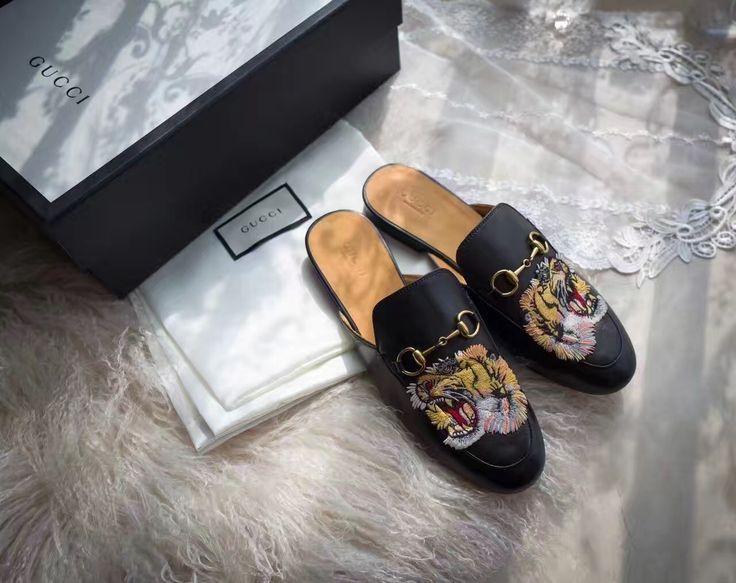 Gucci Chaussures   Gucci femme chaussures tigre mocassins mocassins brodés 281a81928a7