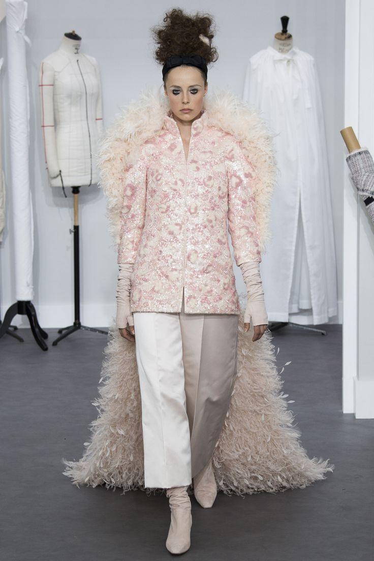 fb7592fad1bd43cda0c1a46923fb4199--couture-chanel-haute-couture-paris Chanel Couture : Chanel HC AW 2016-17 #Chanel #ChanelHauteCouture #ChanelAteliers Visitez l'espritdeg ...