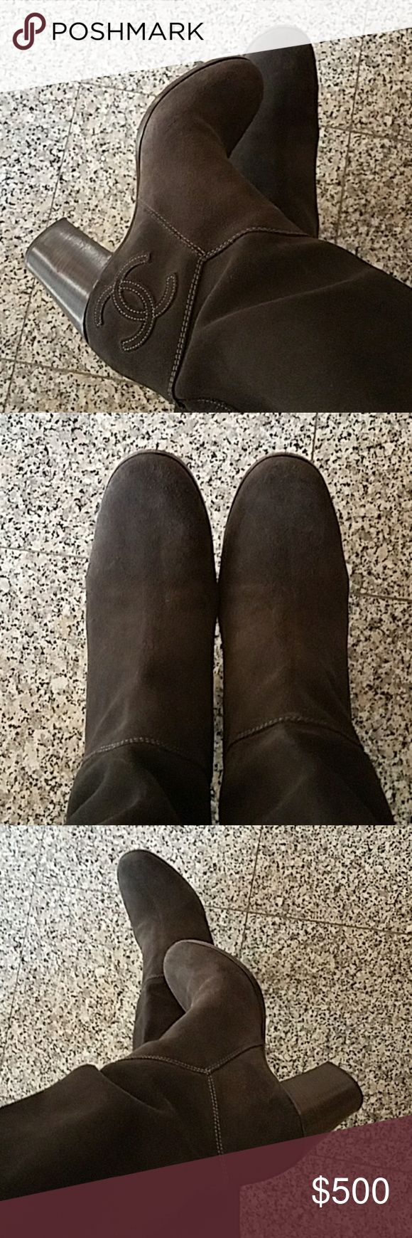 898e1a52a9bd7de04726c51b130afc35 Chaussure CHANEL : CHANEL Boots Size 39 Great condition SUEDE Authentic Chanel Boots, Size 39. In p...