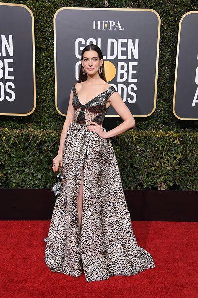 41fb22d2b3866b8f258d75ff2595cf87 Elie Saab - Collection Tapis Rouge  : Anne Hathaway, vêtue d'une robe inspirée du Prêt-à-Porter Printemps-Été 2019, à la 76ème édition des Golden Globe Awards à Beverly Hills.