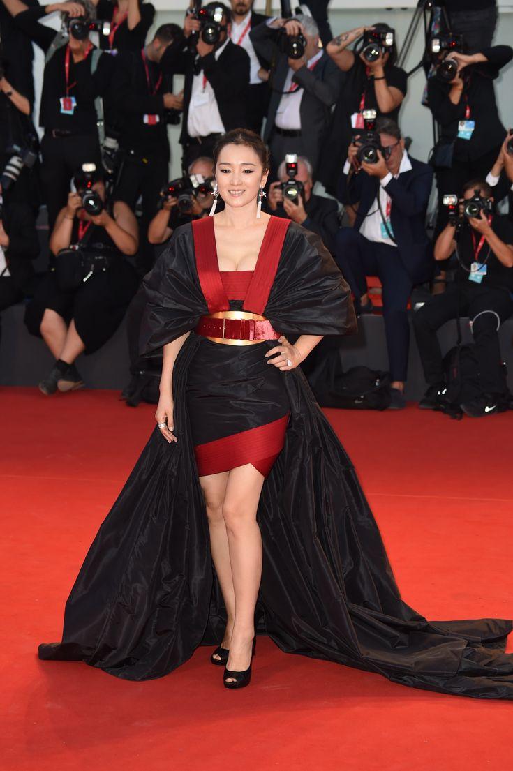 2ada11b1376dc184b95c7fcdd741d8f5 Elie Saab - Collection Tapis Rouge  : Actrice et nominée Gong Li dans ELIE SAAB Automne Hiver Haute Couture 2019-20 au ...