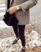 576fcc5b0e1c73ee001d304ec3a52a86 Gucci Chaussures  : Conjunto de estilo urbano con detalles elegantes y colores neutros. #mujeres #fashion #Chicoutfit #Winterstyle Puede encontrar más consejos sobre vestimenta y estilo en www.HerFashionedLife.com - sandy
